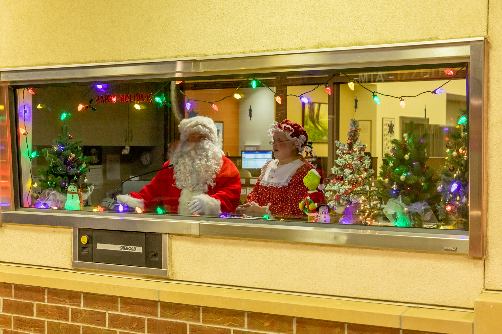 The drive thru window at First National Bank in Fairfax was the perfect place to see Santa and social distance at the same time.